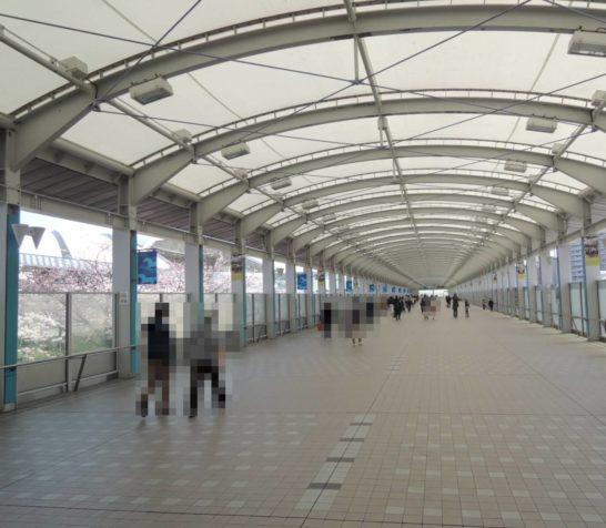 阪神競馬場通路
