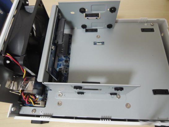 DS216j 内部筐体1